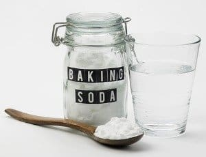 baking-soda-and-glass-of-water